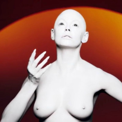 Bald Rose McGowan- video
